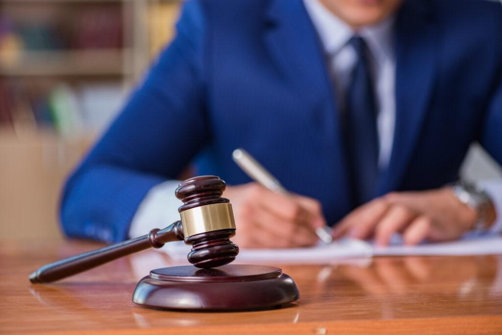 привлечение юристов к уголовной ответственности