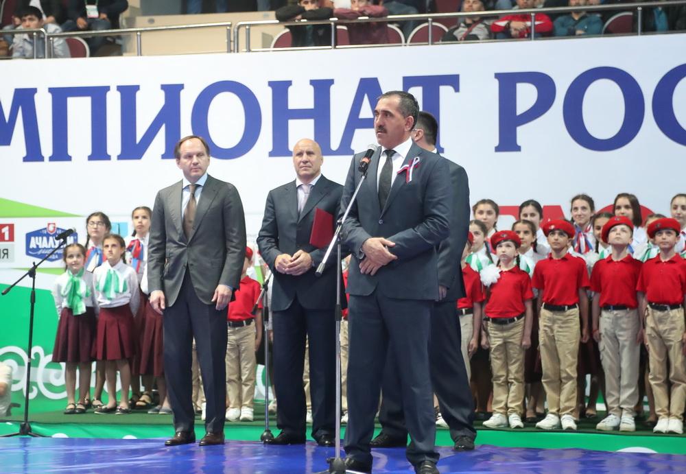 Болельщики устроили массовую потасовку начемпионате Российской Федерации поборьбе