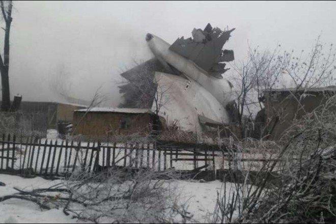 Алмазбек Атамбаев выразил соболезнования родственникам погибших врезультате авиакатастрофы