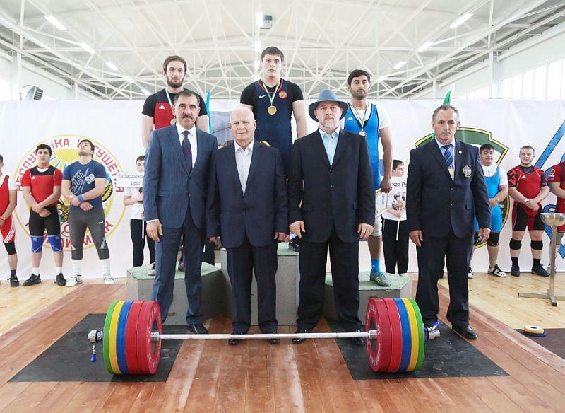 Штангист изВолгоградской области завоевал «серебро» юношеского главенства Российской Федерации