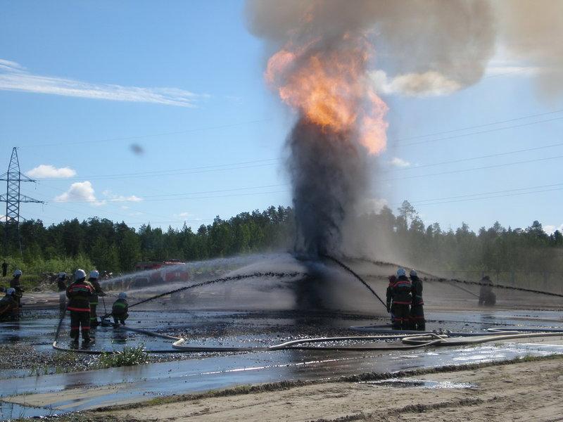 Три человека получили сильные ожоги при возгорании нефтяного насоса вИнгушетии