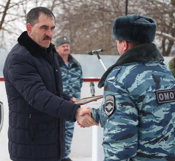 ВКалуге наградили отличившихся служащих ОМОНа